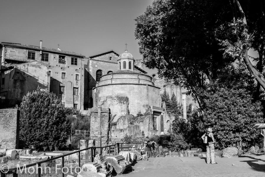 B&W ancient ruins Rome