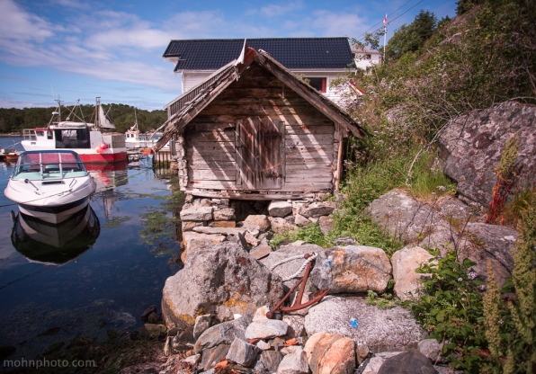 TinyBoatHouse